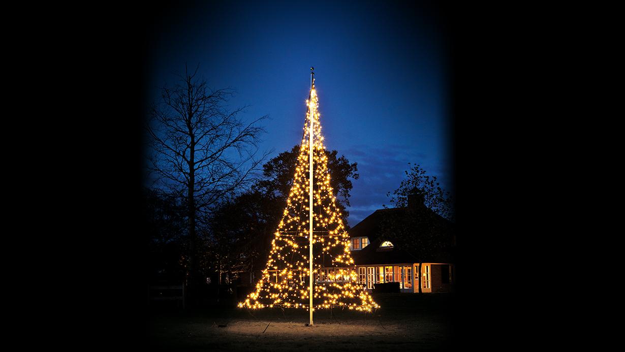 Een 6 meter hoge kerstboom met lampjes voor je brink • Wesselerbrink